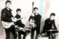 Beatles (John Lennon, Paul McCartney, George Harrison şi Pete Best , înlocuit ulterior de Ringo Starr)