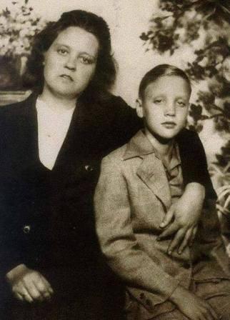 Elvis Presley si mama lui, Gladys Presley
