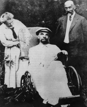 Ultima fotografie a lui Vladimir Lenin. În acel moment suferise deja 3 atacuri cerebrale și era mut - 1923
