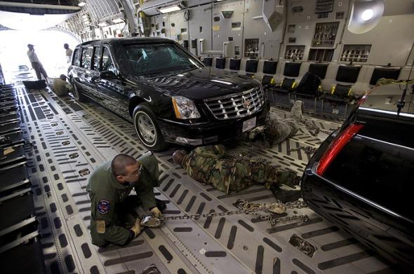 Masina este transportata peste tot unde merge presedintele SUA, este transportata cu avionul
