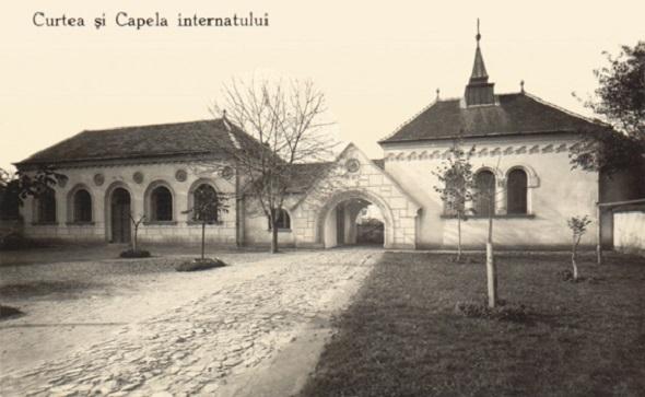 Curtea si Capela, Scoala in limba romana pentru fete, mai tirziu Internatul diecezan de fete,azi Spitalul TBC - inceputul secolului XX
