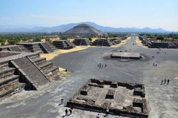 Piramidele de la Teotihuacan