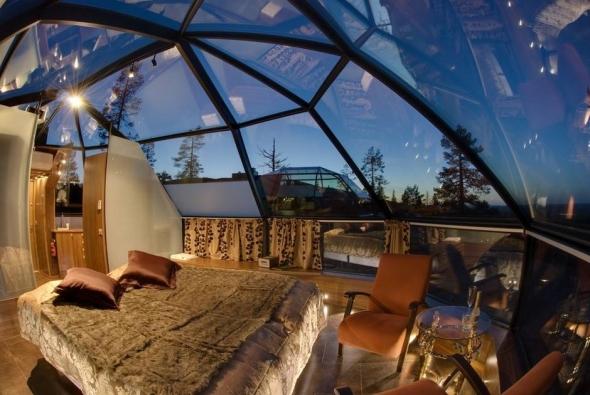 Igloo Village din Kakslauttanen, Finlanda, poţi să adormi cu ochii la stele.