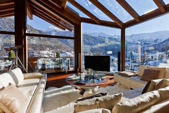 Cabană din Zermatt Peak, în Elveţia.