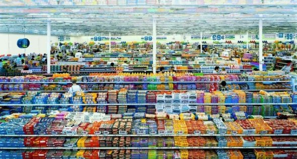 99 Cent II, Diptychon – Andreas Gursky (2001) a costat 3,3 milioane de dolari