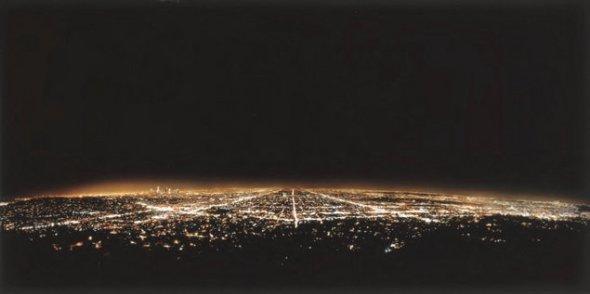 Los – Angeles, fotografie realizată de Andreas Gursky (1998) 2.9 milioane de dolari