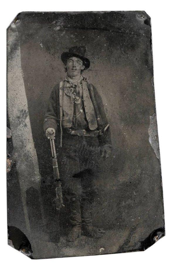 Fotografiea numită Billy the Kid, din 1880, a cărei autor este necunoscut, s-a vândut pentru 2,3 milioane de dolari
