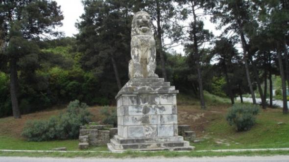 Leul din Amphipolis, statuia s-a aflat initial chiar deasupra mormantului lui Alexandru cel Mare