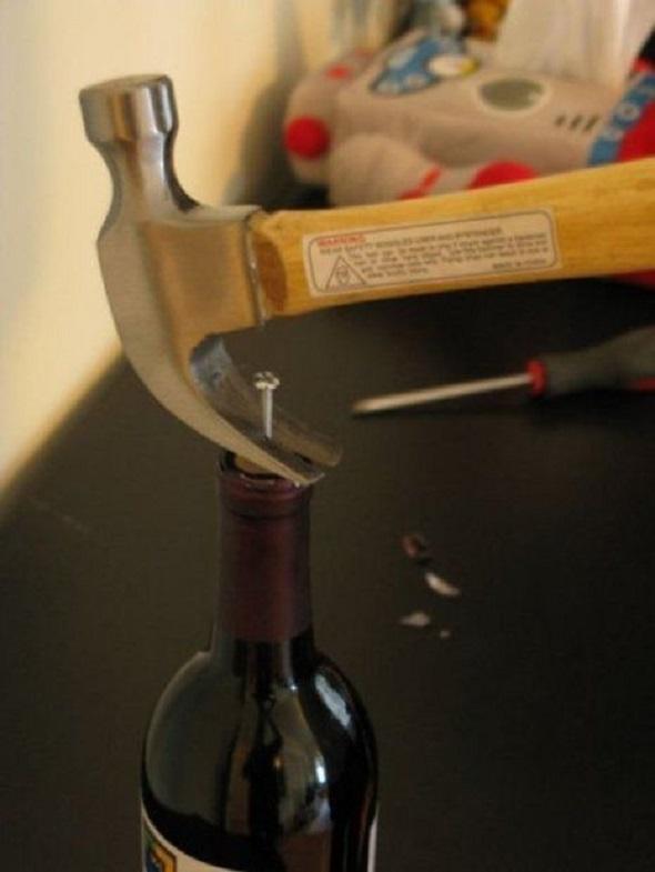 3-metode-ingenioase-sa-deschizi-sticla-de-vin-fara-tirbuson_3