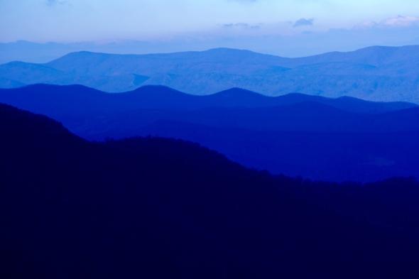 Blue Ridge Mountain, Virginia: ei bine, această imagine pare doar un wallpaper pentru tabletă. E adevărată însă, şi o puteţi vedea în Munţii Apalaşi