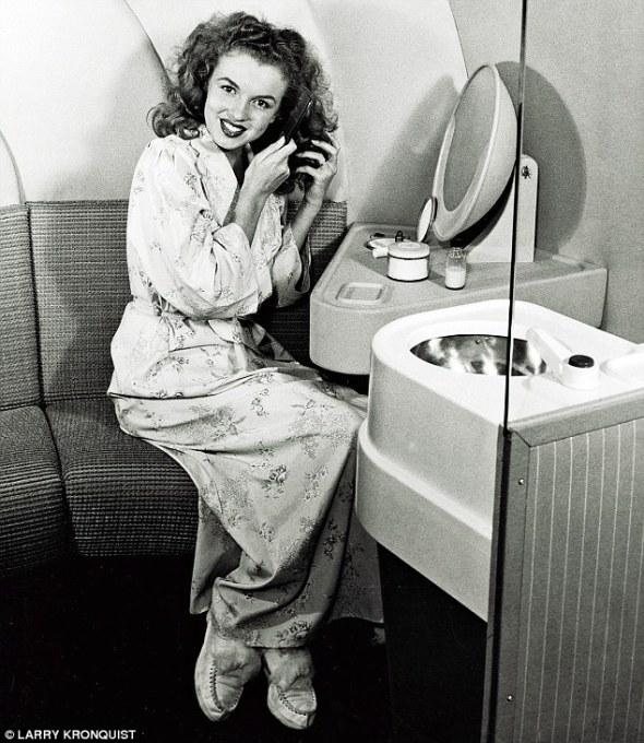 Marilyn Monroe, în 1945, anul în care a semnat contractul cu agenţia de modă Blue Book
