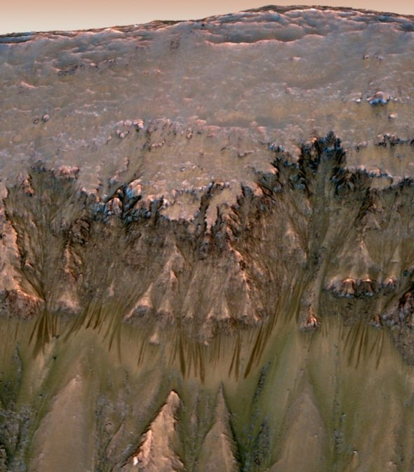 2slope-features-wall-newton-crater_42601700