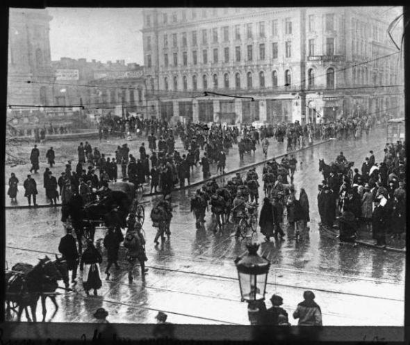 Foto: Piaţa Sărindar sub ocupaţie străină: românii au rămas pietoni
